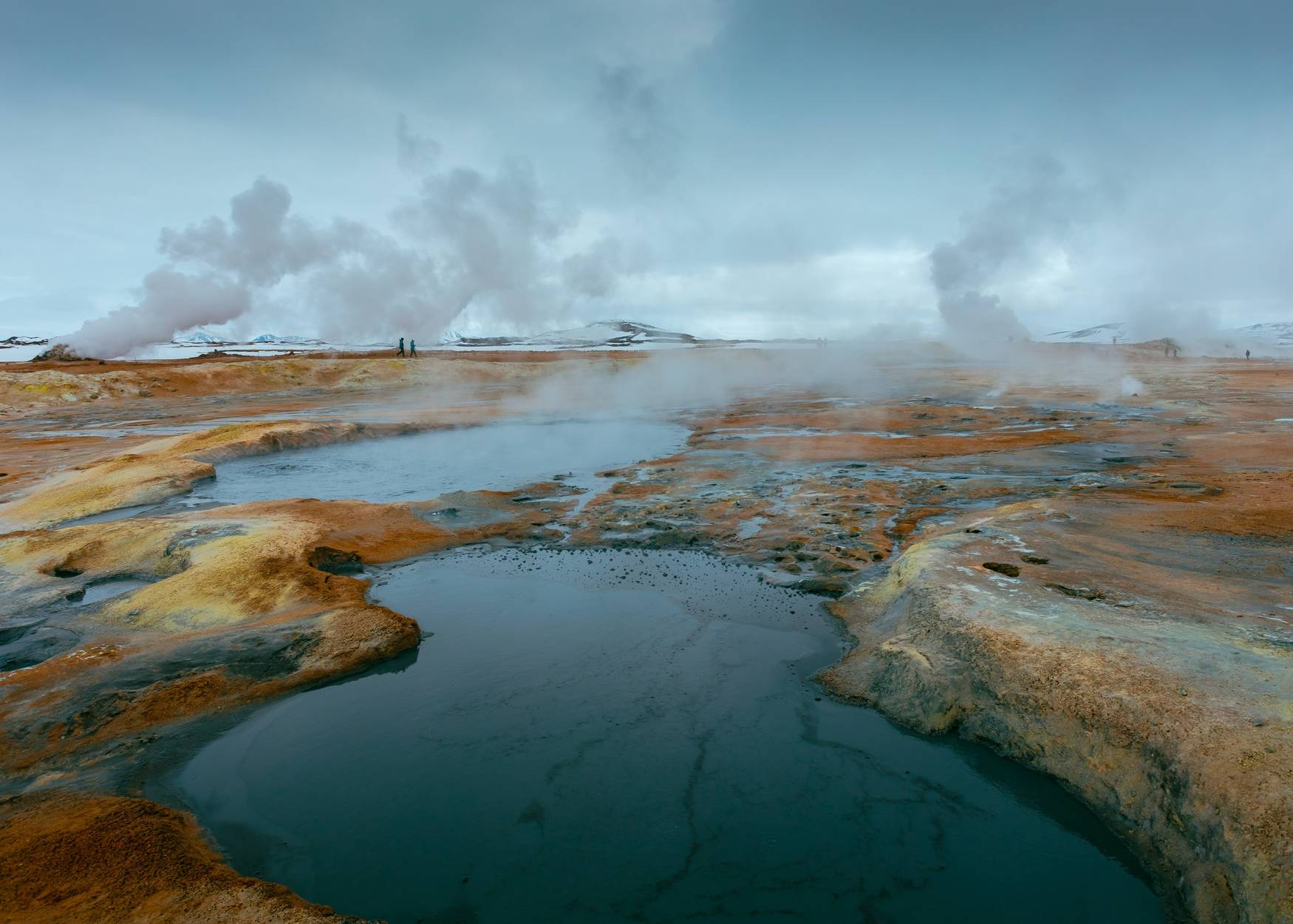 Myvatn-namaskard-boiling-mud-steam-on-a-fall-day-people-walking-in-the-distance