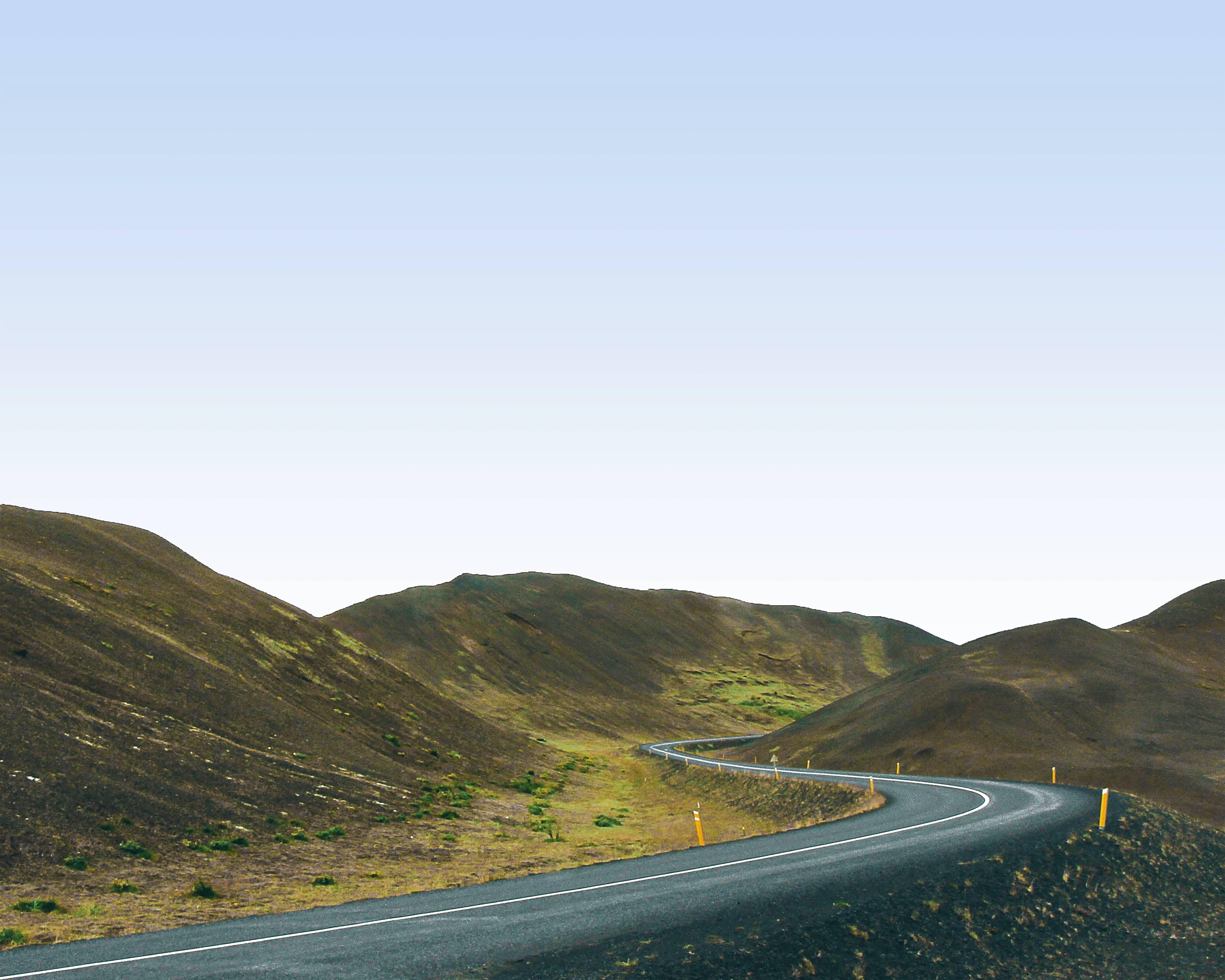 Icelandic-road-zig-zag-between-three-hills-in-summer-with-green-around