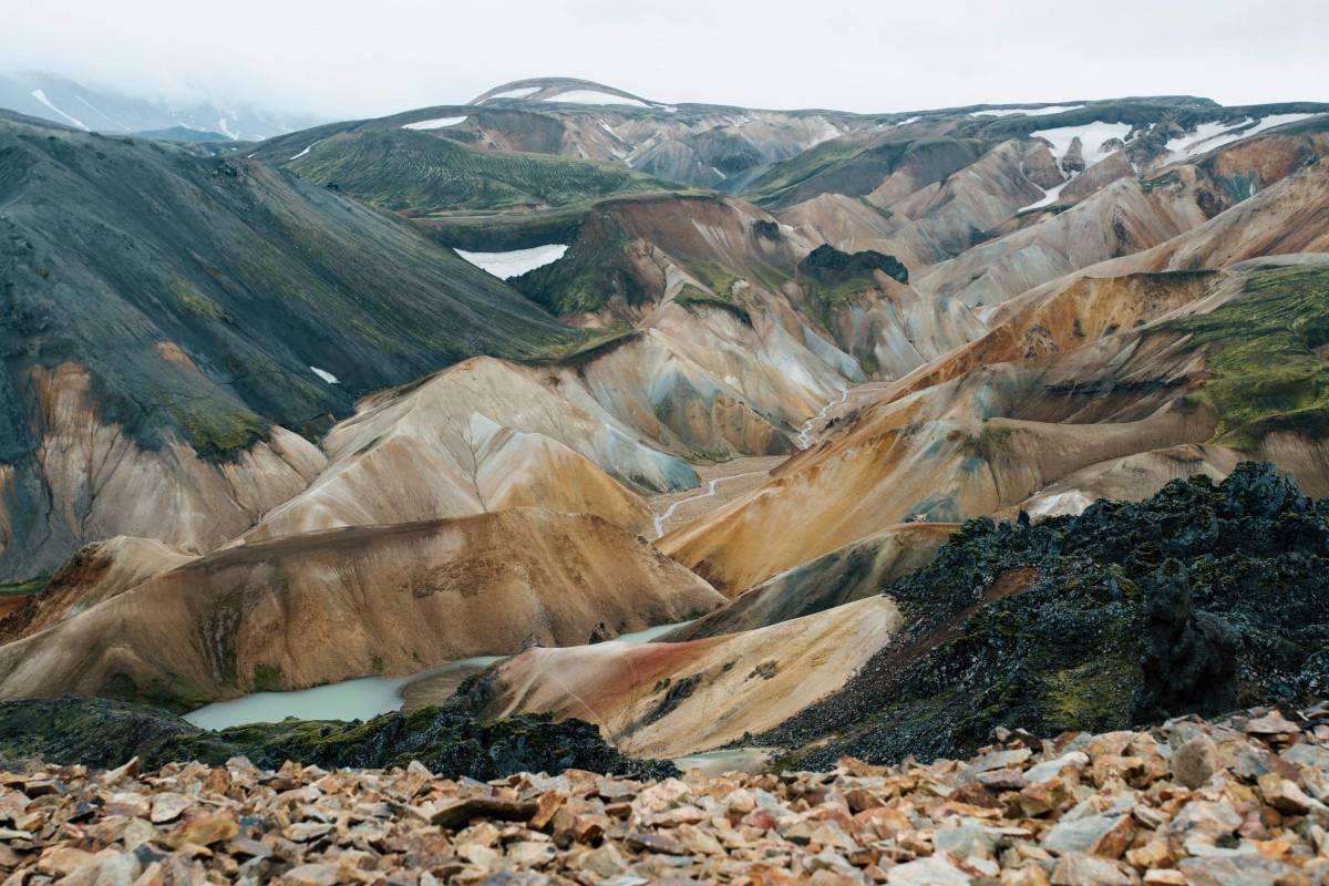 Road-F225-into-landmannalaugar-iceland-viea-of-the-colourful-mountains-in-landmannalaugar-in-the-icelandic-highlands