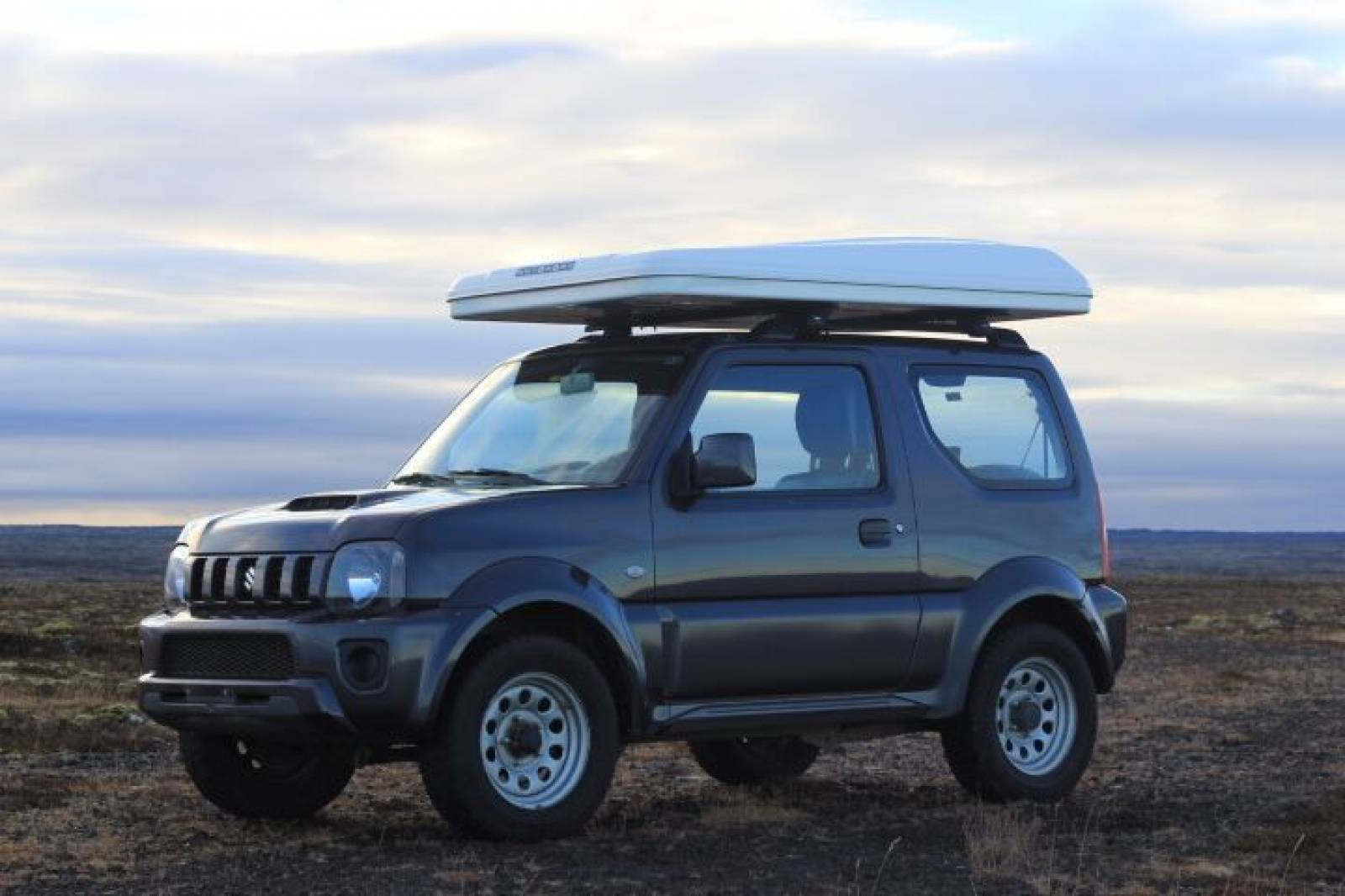 Suzuki Jimny with Roof Tent with closed tent